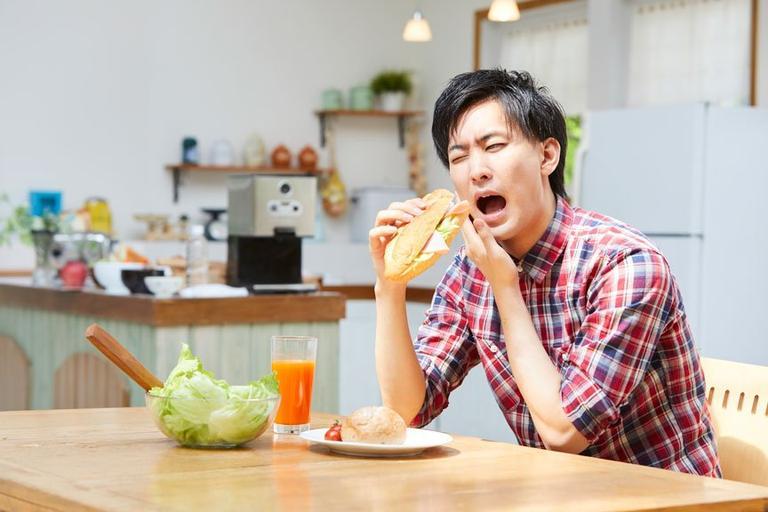 口臭と口内炎の関係を解説します