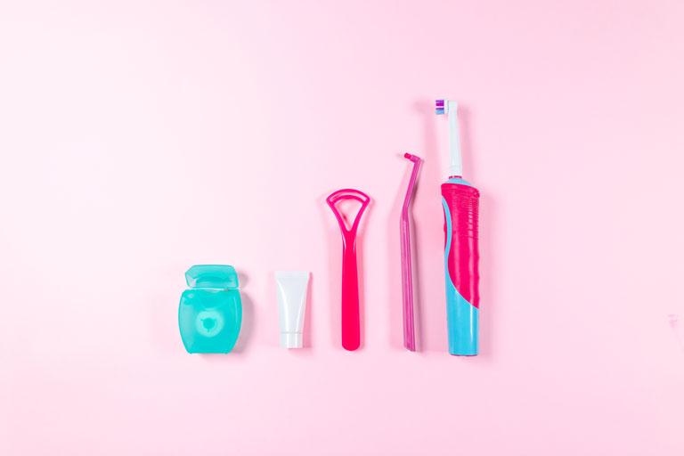 歯ブラシ以外も使って磨く